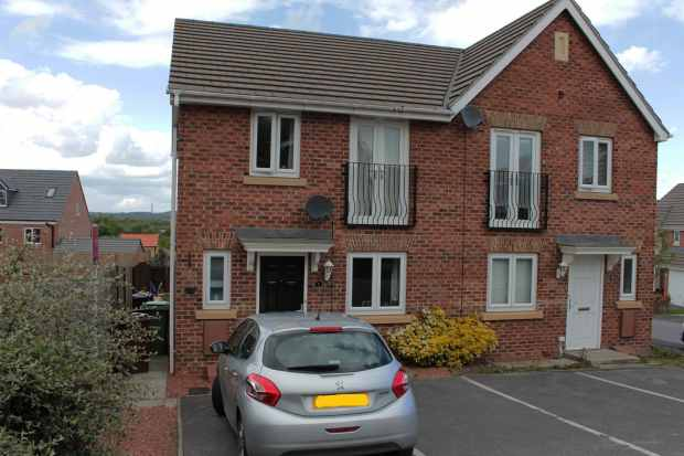 3 Bedrooms Semi Detached House for sale in Clarkson Court, Castleford, West Yorkshire, WF10 5FW