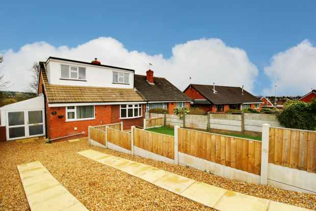3 Bedrooms Semi Detached Bungalow for sale in Weldon Avenue, Stoke-On-Trent, Staffordshire, ST3 6PP