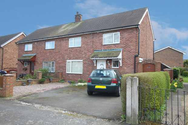 3 Bedrooms Semi Detached House for sale in Hockenhull Avenue, Chester, Cheshire, CH3 8LP