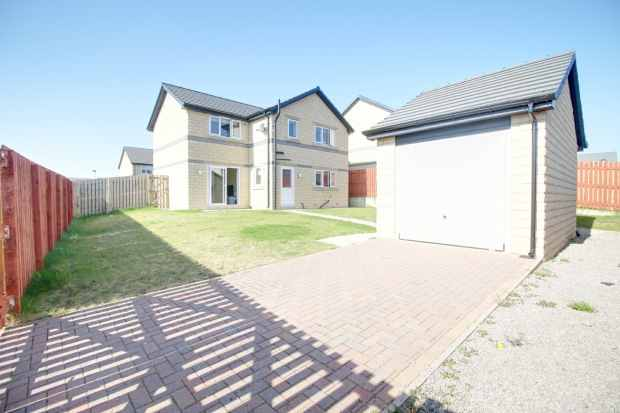 4 Bedrooms Detached House for sale in Redwood Crescent, Bradford, West Yorkshire, BD4 6FN