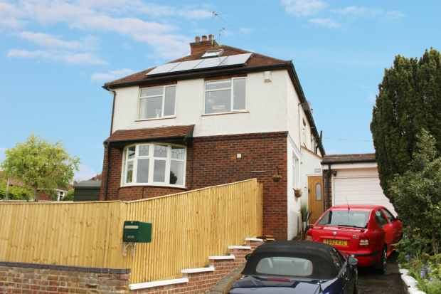 3 Bedrooms Semi Detached House for sale in West Drive, High Wycombe, Buckinghamshire, HP13 6JT
