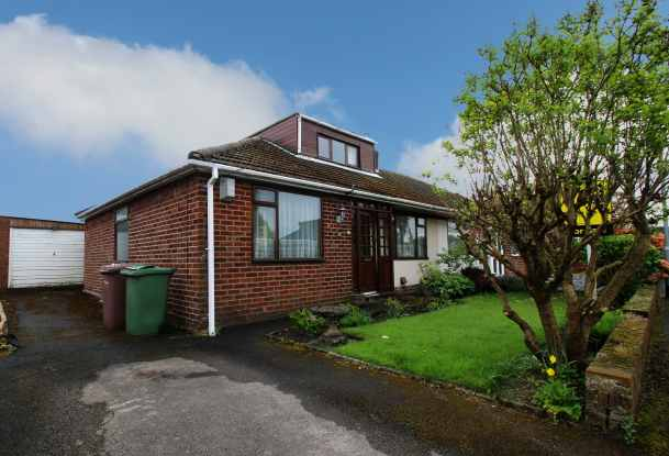 2 Bedrooms Semi Detached Bungalow for sale in Roscoe Avenue, Newton-Le-Willows, Merseyside, WA12 8BP