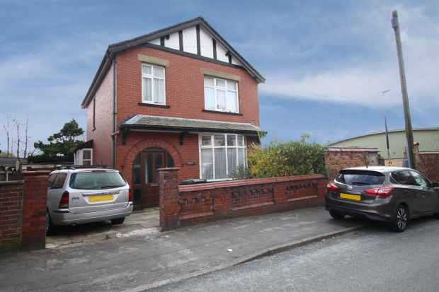 3 Bedrooms Detached House for sale in Brock Road, Chorley, Lancashire, PR6 0DB