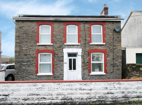 4 Bedrooms Detached House for sale in Cumamman Road, Ammanford, Dyfed, SA18 1EJ