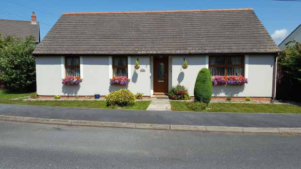 3 Bedrooms Detached Bungalow for sale in Lamborough Crescent, Clarbeston Road, Pembrokeshire, SA63 4UZ