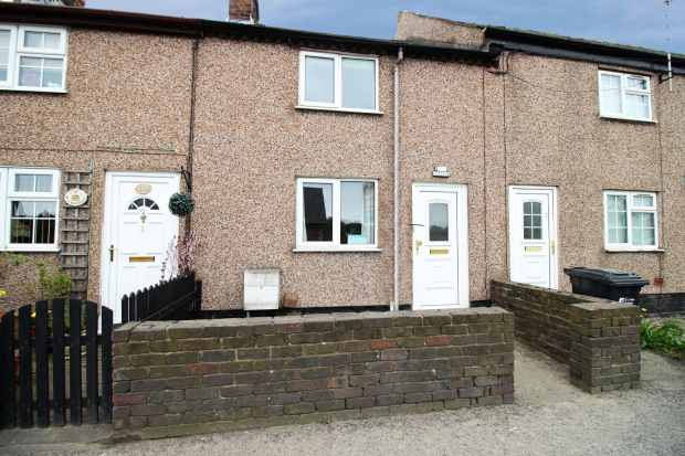 2 Bedrooms Terraced House for sale in Ivy Cottage, Mold, Flintshire, CH7 6QS