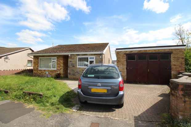 3 Bedrooms Detached Bungalow for sale in Park View, Maesteg, Mid Glamorgan, CF34 9HF
