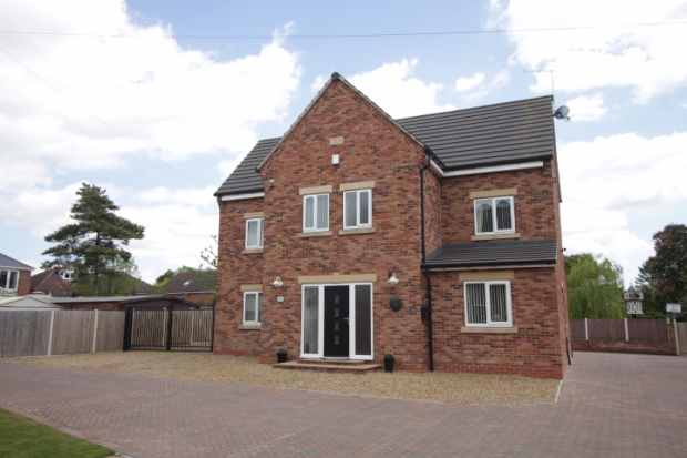 5 Bedrooms Detached House for sale in Sandyhill Lane, Dinnington, South Yorkshire, S25 2SE