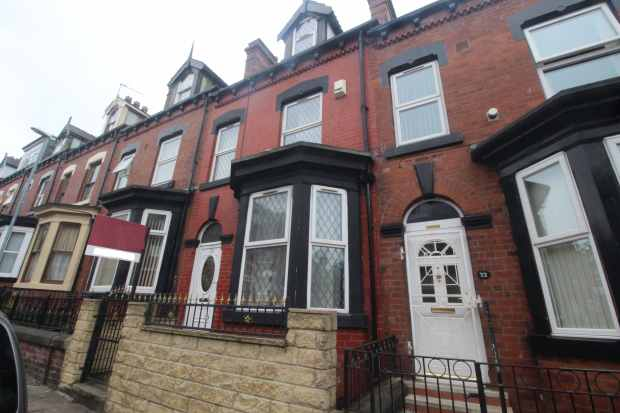 4 Bedrooms Terraced House for sale in Lascelles Terrace, Leeds, West Yorkshire, LS8 5PN