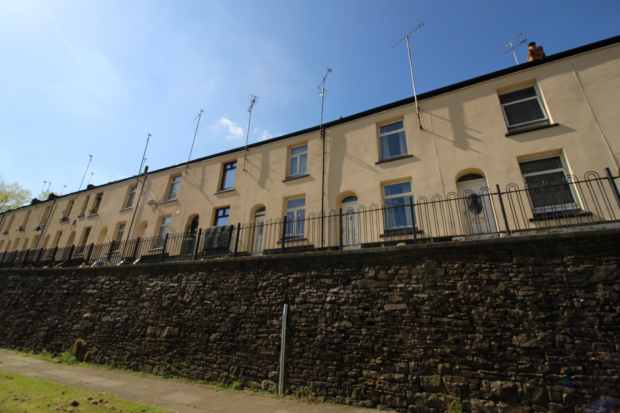 2 Bedrooms Terraced House for sale in East View, Rochdale, Lancashire, OL12 6SF