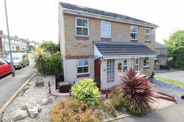 3 Bedrooms Semi Detached House for sale in Valley View, Greenhithe, Kent, DA9 9LU