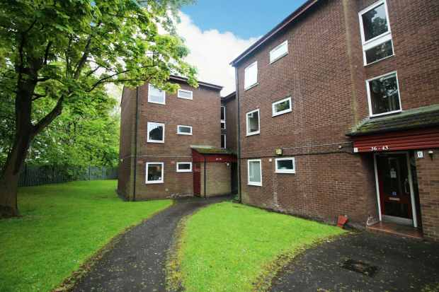 1 Bedroom Ground Flat for sale in Spathfield Court, Stockport, Cheshire, SK4 2RR