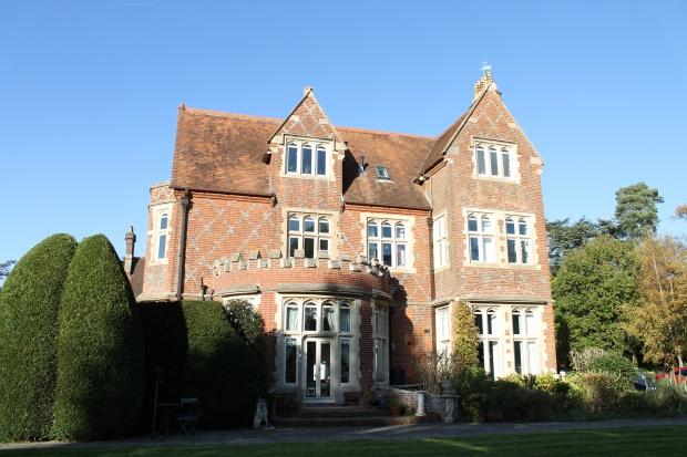 2 Bedrooms Apartment Flat for sale in Grenehurst Park, Dorking, Surrey, RH5 5GA