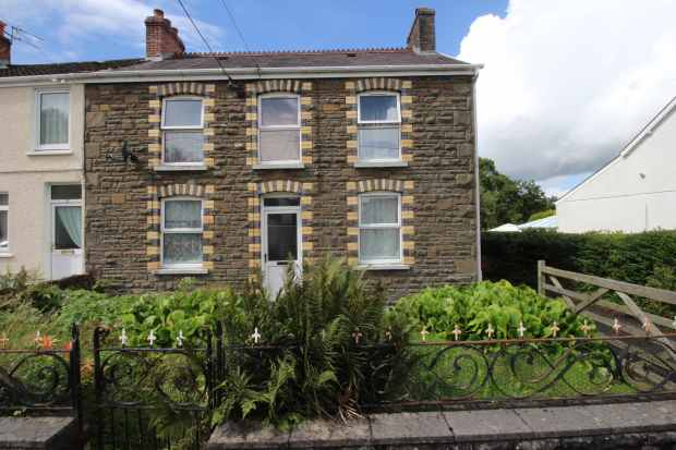 5 Bedrooms Semi Detached House for sale in Maesquarre Road, Carmarthenshire, Dyfed, SA18 2LF