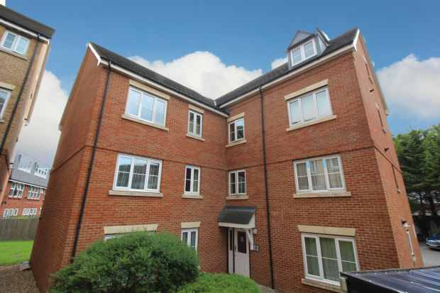 2 Bedrooms Flat for sale in Akers Court, Waltham Cross, Hertfordshire, EN8 7ED