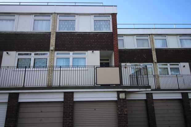 2 Bedrooms Maisonette Flat for sale in Comber Close, London, Greater London, NW2 7EG