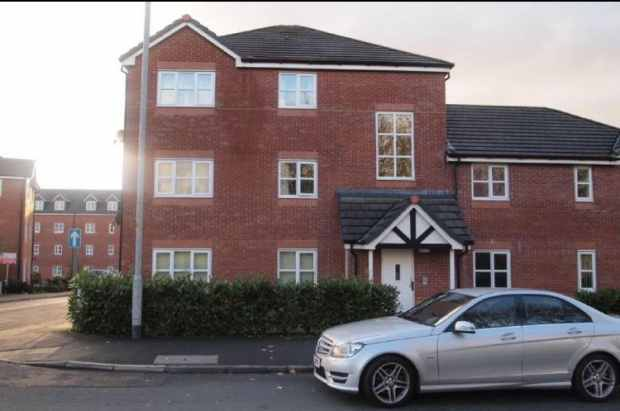 2 Bedrooms Flat for sale in Woodcock Drive, Wigan, Lancashire, WN2 5NW