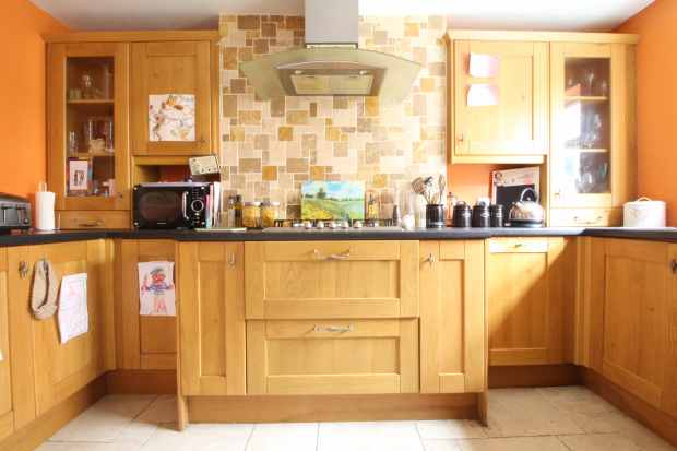 3 Bedrooms Terraced House for sale in Upton Street, Porth, Mid Glamorgan, CF39 0DR