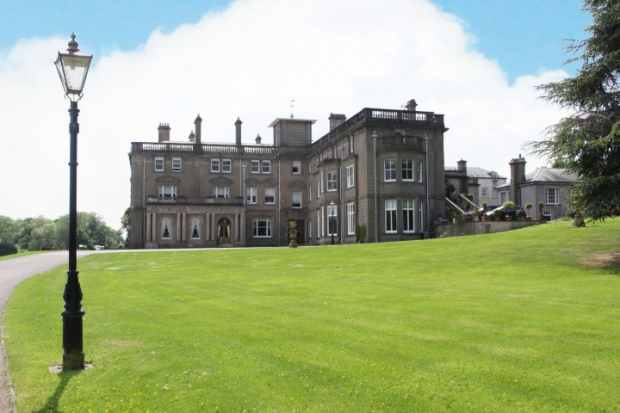 2 Bedrooms Flat for sale in The Pavilions Rangemore Hall, Burton-On-Trent, Staffordshire, DE13 9RH