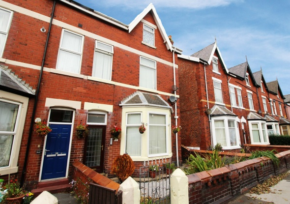 2 Bedrooms Flat for sale in St Albans Rd, Lytham St Annes, Lancashire, FY8 1TG