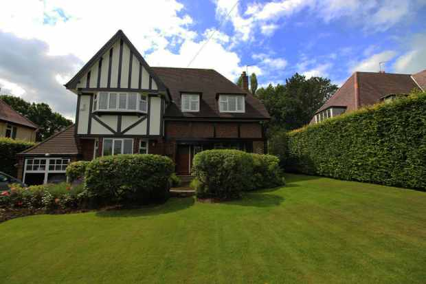 5 Bedrooms Detached House for sale in Meadow Drive, Prestbury, Cheshire, SK10 4EY