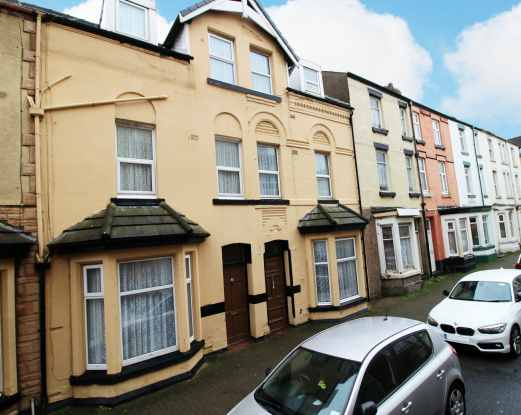 6 Bedrooms Terraced House for sale in Yorkshire Street, Blackpool, Lancashire, FY1 5BG