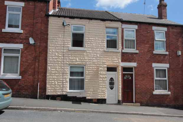 3 Bedrooms Terraced House for sale in Fairfield Avenue, Pontefract, West Yorkshire, WF8 4DY