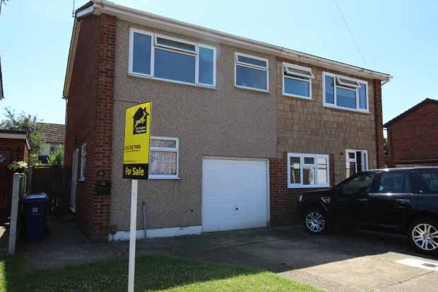 3 Bedrooms Semi Detached House for sale in Gideons Way, Stanford-Le-Hope, Essex, SS17 8ED
