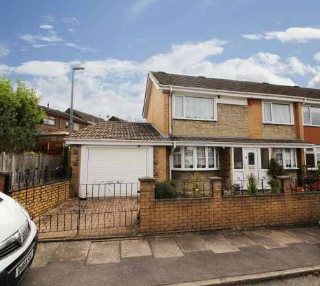 3 Bedrooms Semi Detached House for sale in Kennermont Road, Stoke-On-Trent, Staffordshire, ST2 8EU