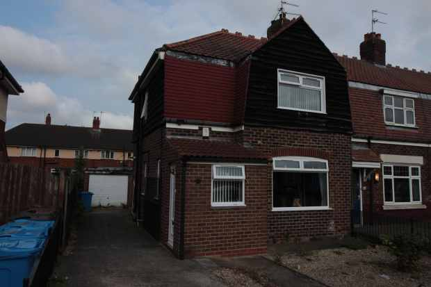 3 Bedrooms Semi Detached House for sale in Avenue, Hull, East Riding, HU6 8EY