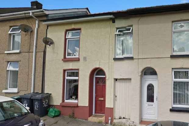 2 Bedrooms Terraced House for sale in George Street, Ebbw Vale, Gwent, NP23 4TW