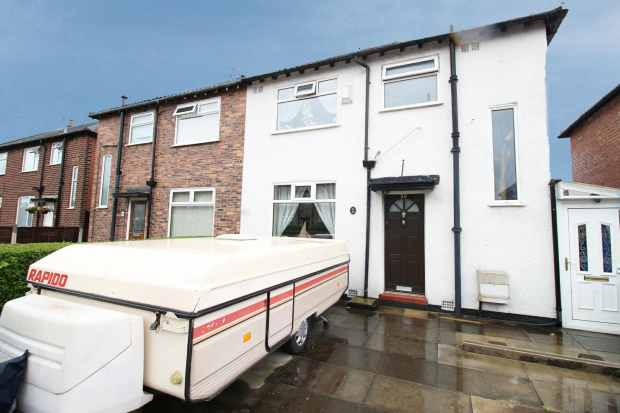 3 Bedrooms Semi Detached House for sale in Moorfield Avenue, Manchester, Greater Manchester, M34 7UF