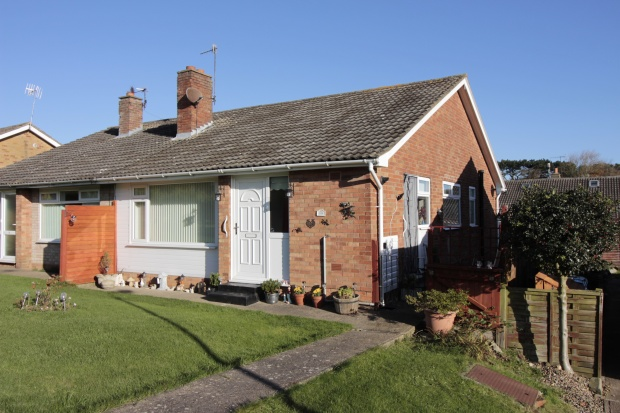 3 Bedrooms Semi Detached Bungalow for sale in Bradworth Close, Scarborough, North Yorkshire, YO11 3PZ