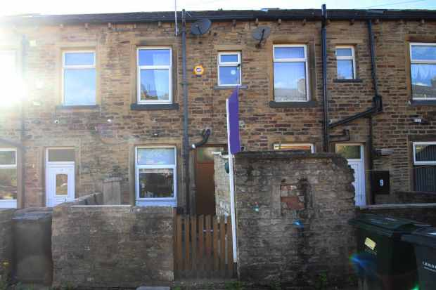 3 Bedrooms Terraced House for sale in Alma Terrace, Keighley, West Yorkshire, BD21 5DT