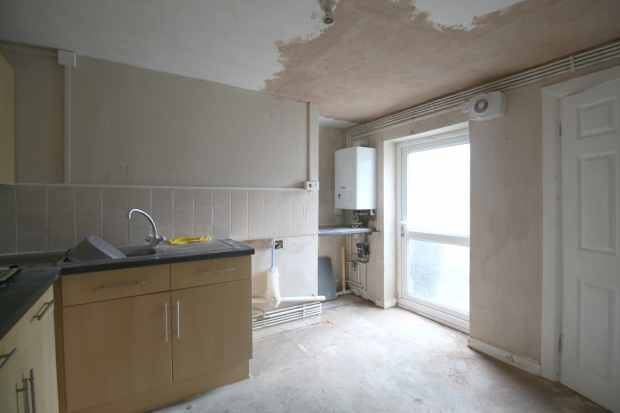1 Bedroom Ground Flat for sale in Maes Y Groes, Prestatyn, Clwyd, LL19 9DA