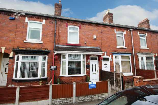 2 Bedrooms Terraced House for sale in Holland Street, Crewe, Cheshire, CW1 3TT