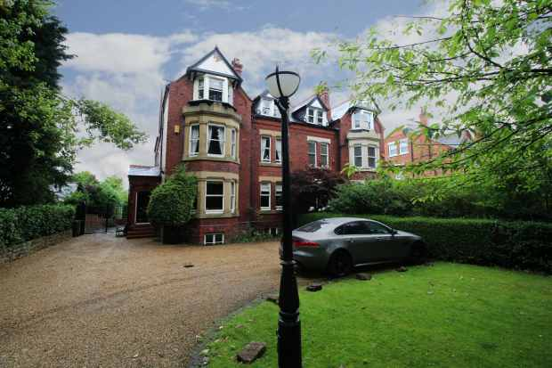 7 Bedrooms Semi Detached House for sale in Chester Road, Northwich, Cheshire, CW8 4AL