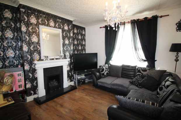 4 Bedrooms Property for sale in Recreation Terrace, Leeds, West Yorkshire, LS11 0AW