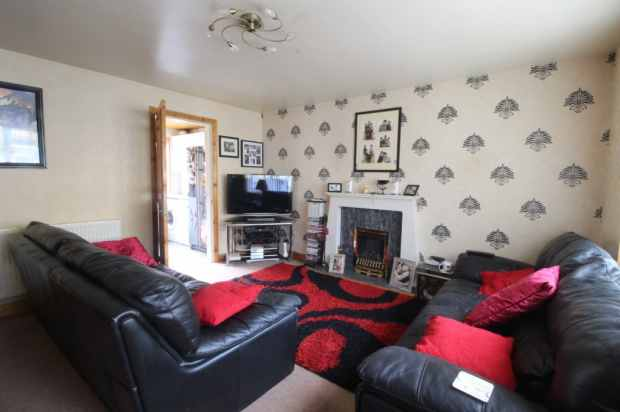 3 Bedrooms Terraced House for sale in Keswick Street, Bradford, West Yorkshire, BD4 8PX