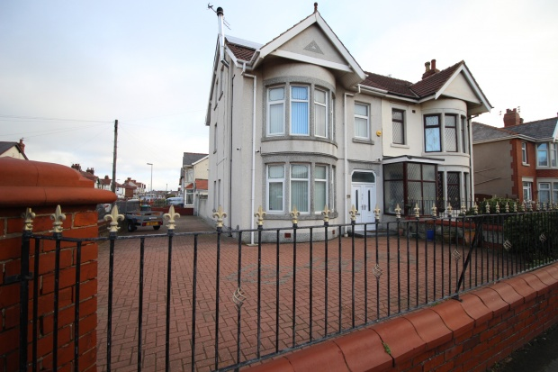 4 Bedrooms Semi Detached House for sale in Central Drive, Blackpool, Lancashire, FY1 6LA