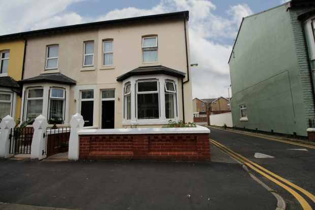 4 Bedrooms Property for sale in Crystal Road, Blackpool, Lancashire, FY1 6BS