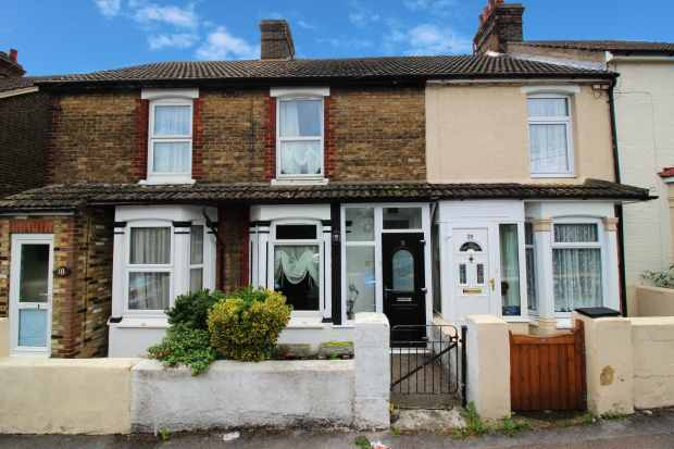 2 Bedrooms Terraced House for sale in Wellwinch Road, Sittingbourne, Kent, ME10 1BW
