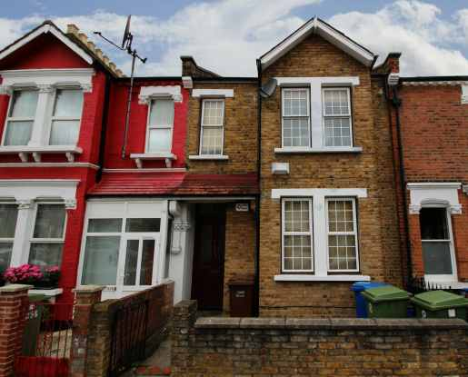 2 Bedrooms Flat for sale in Ivydale Road, Peckham, Greater London, SE15 3DF