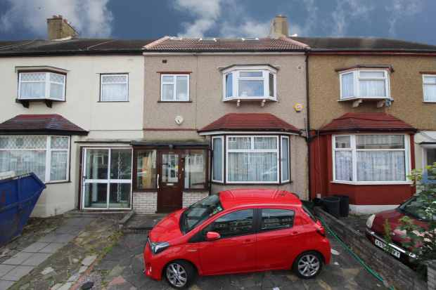 4 Bedrooms Terraced House for sale in Quebec Road, Ilford, Greater London, IG2 6AW