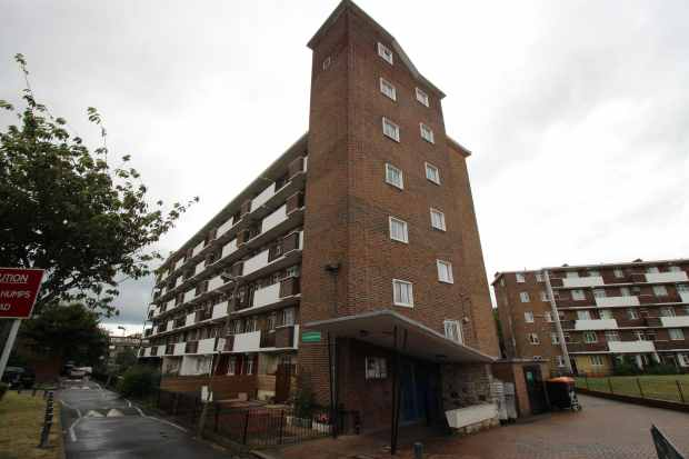 4 Bedrooms Flat for sale in Crampton House, Nine Elms, Greater London, SW8 4JQ