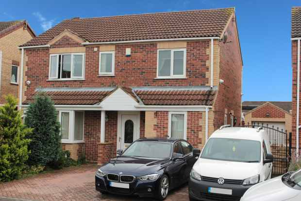 4 Bedrooms Detached House for sale in Kingsmede, Doncaster, South Yorkshire, DN8 4SN