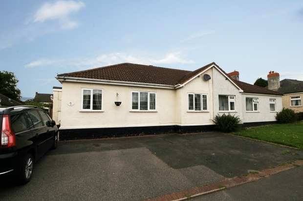 3 Bedrooms Semi Detached Bungalow for sale in Lyndhurst Road, Cannock, Staffordshire, WS12 3HD