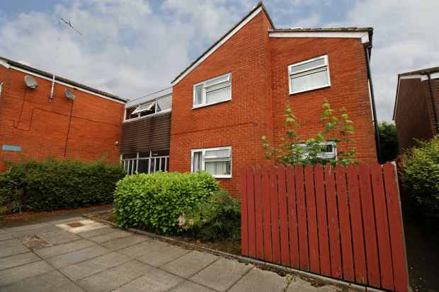 2 Bedrooms Flat for sale in Inskip, Skelmersdale, Lancashire, WN8 6JU