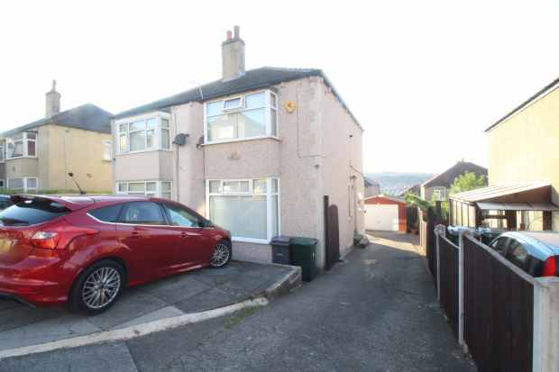 2 Bedrooms Semi Detached House for sale in Lynwood Avenue, Shipley, West Yorkshire, BD18 1HE