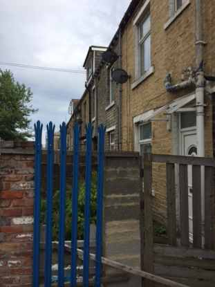 2 Bedrooms Terraced House for sale in Tile Street, Bradford, West Yorkshire, BD8 8NX